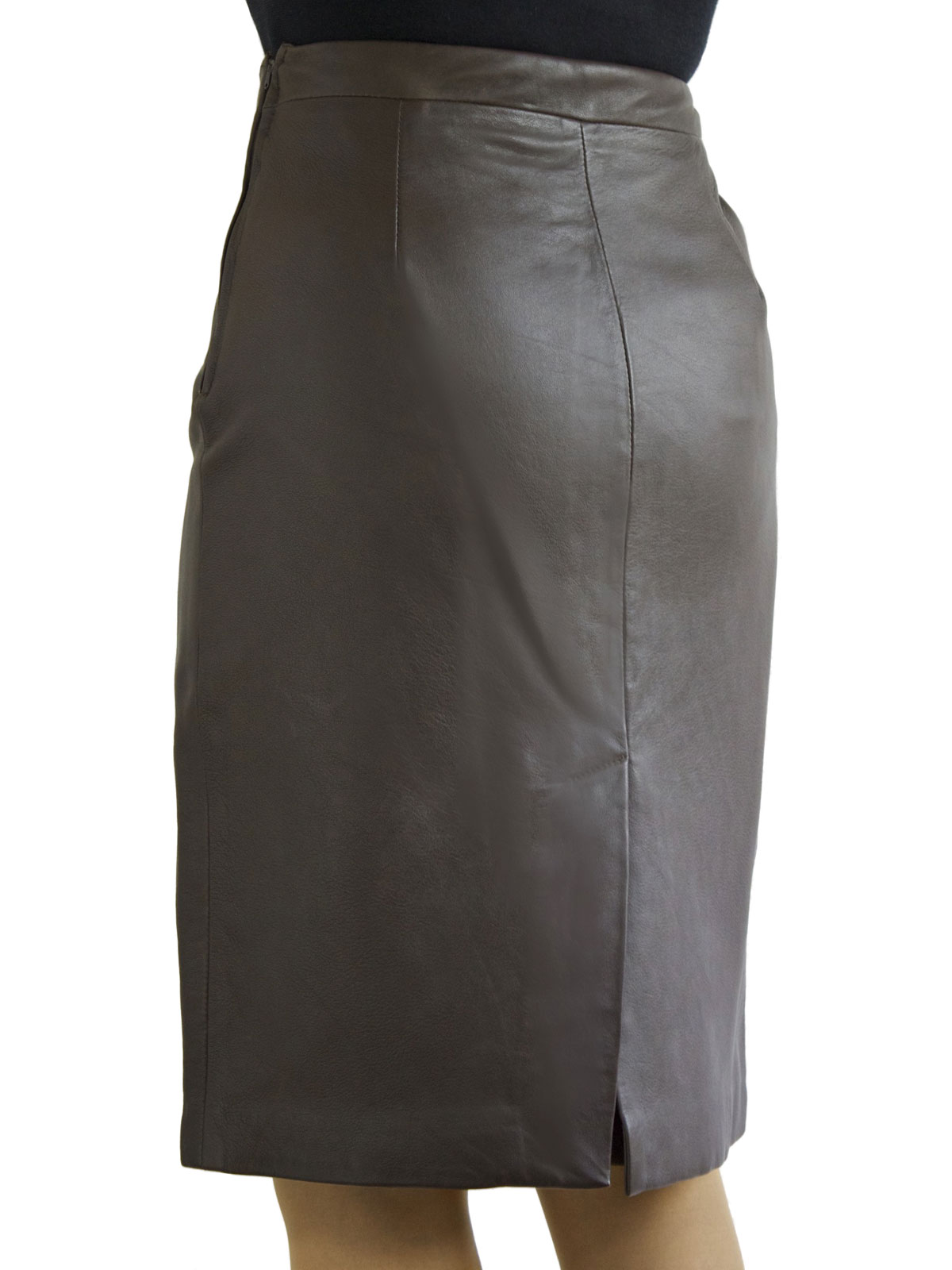 Pencil skirt with tan stockings 3
